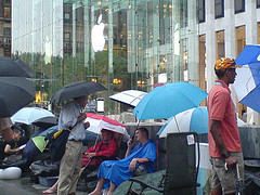 Waiting line at NYC Apple Store