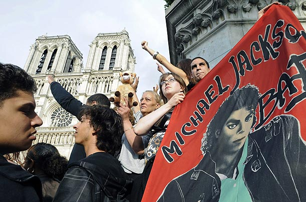 mourning_jackson_paris