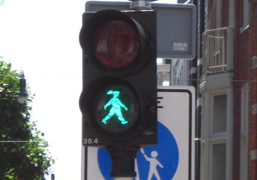 walking-woman-go