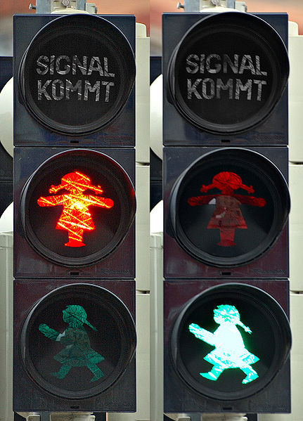 431px-Traffic_light_-_female_(aka)
