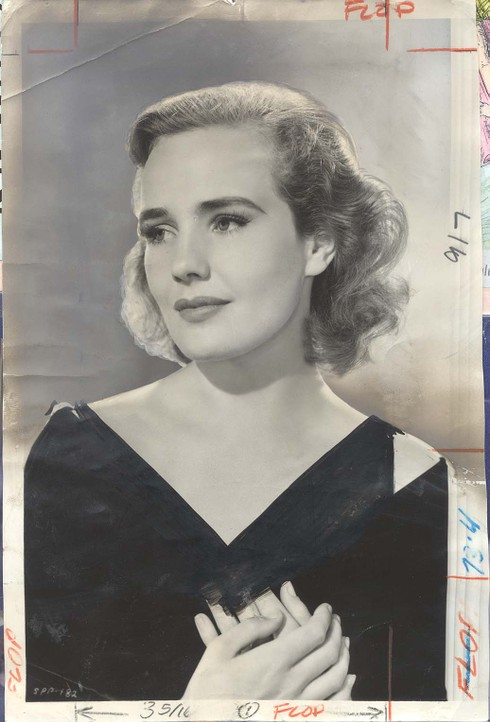 frances_farmer_1940_0910_flowing_go