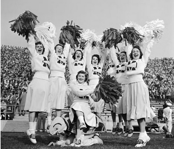12 African American Cheerleading Images From The Past