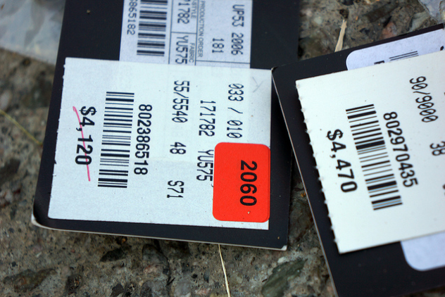 """Luxury"" versus ""discount"" pricing and the meaning of the number 9 