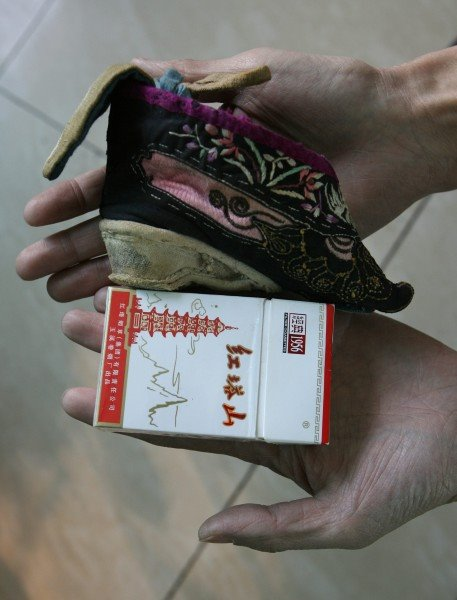 http://thesocietypages.org/socimages/files/blogger2wp/32footbinding.bmp