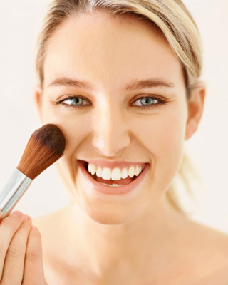 Source: Stepbystep.com (http://www.stepbystep.com/how-to-apply-coverup-makeup-29209/)