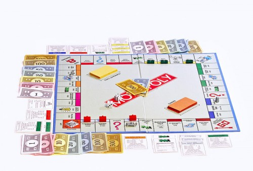 800px-Monopoly_board_on_white_bg