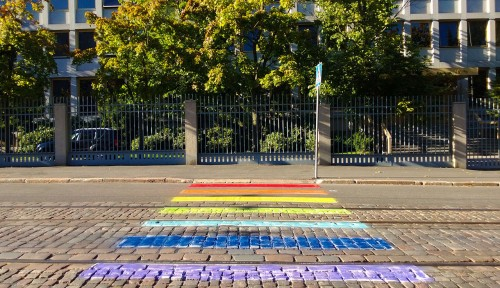 1280px-Russian_Embassy_in_Helsinki,_LGBT_pavement